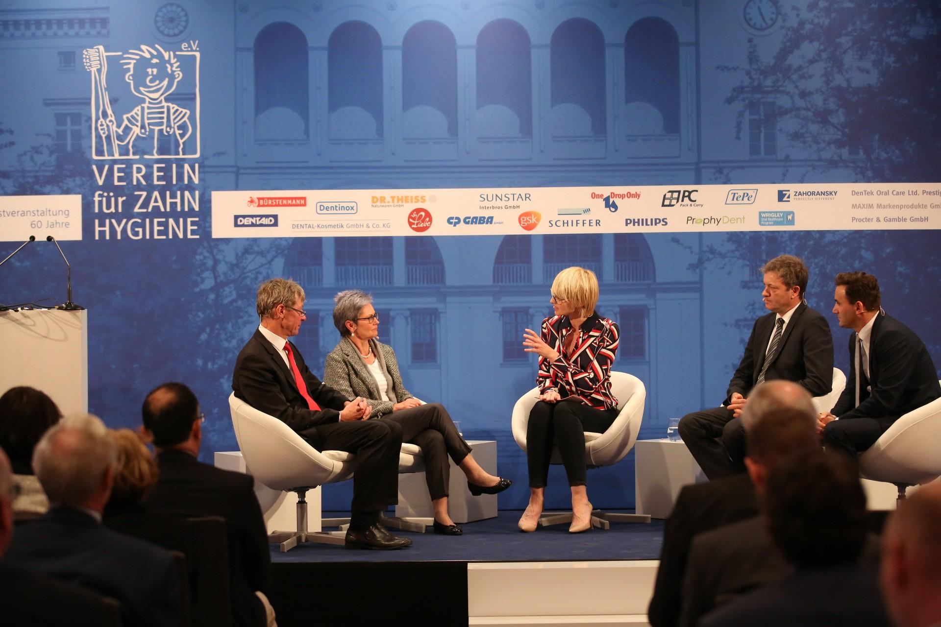 Diskussionsrunde mit Prof.Dr. Dietmar Oesterreich, Prof.Dr.Roswitha Heinrich-Weltzien, Susann Atwell, Prof.Dr.rer.pol Uwe May
