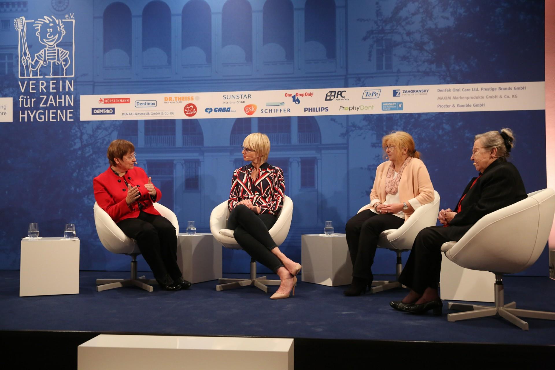 Diskussionsrunde mit Prof.Dr.Ina Nitschke, Susann Atwell, Karin Schnaudt und Prof. Dr. Dr. h.c. Ursula Lehr