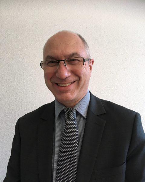 Dr. Michael Schäfer wurde die diesjährige Tholuck-Medaille für seinen Jahrzehntelangen Einsatz für die Verbesserung der Mundgesundheit von Kindern und Jugendlichen verliehen.